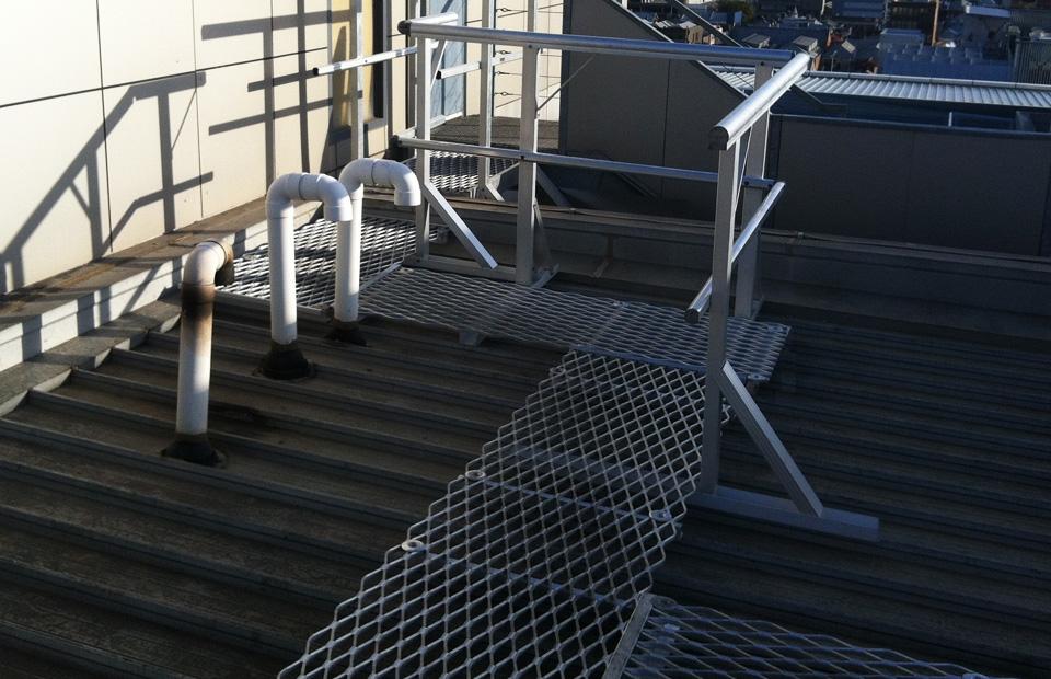 aluminium-walkway-with-small-crossover