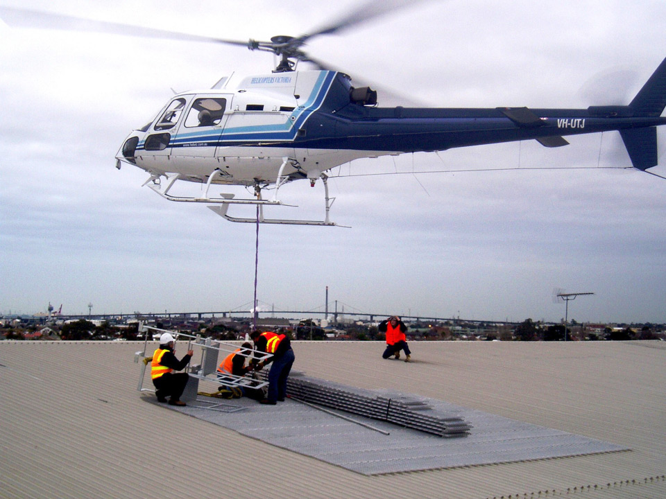lifting-goods-using-helecopter